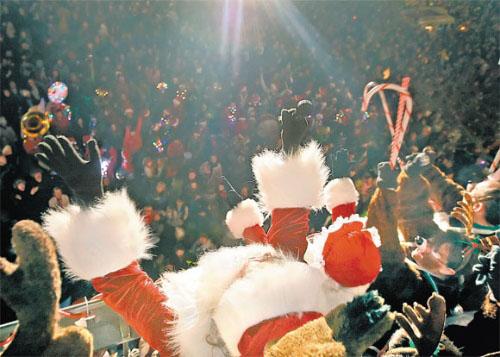 santa-ed-festival-of-light-ashland-2