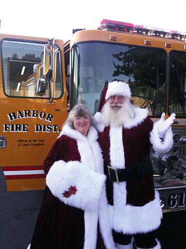 santa-mrs-claus-firetruck-2